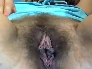 Девушка показывает свои интимные места на камеру смотреть видео