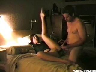 Скачать жена изменяет с фалоиметатором