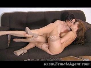 Любителя женских попок лизать интим