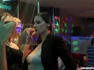Интим клуб голые девушки лезбиянки видео