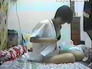 Смотреть скрытая камера интим под юбкой