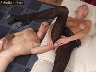 Сын сделал фистинг маме и трахнул.эротика интим секс порно