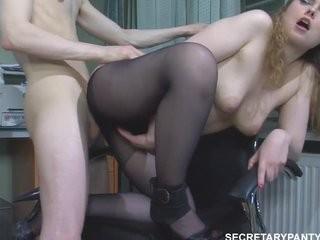 У женщины 34 года интим