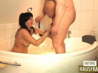 Массаж интимных в ванной видео