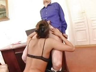 Интим секретарши на столе с директором