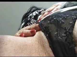 Смотреть бесплатно домашние и любительское интим зрелых женщин в чулках и без трусиков с раздвинуми ножками