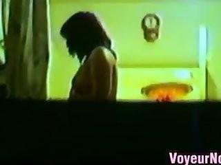 Видео снято случайными прохожими подсмотрели в окна людей интим