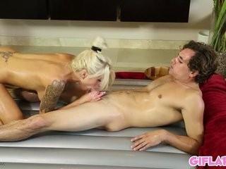 Интим с мамой в ванне