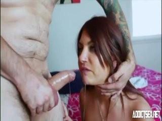 Папа делает массаж дочке интим